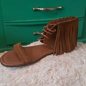 Minnetonka Leather Fringe Sandal size 8